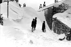 1963 Winter - blizzards and snow drifts