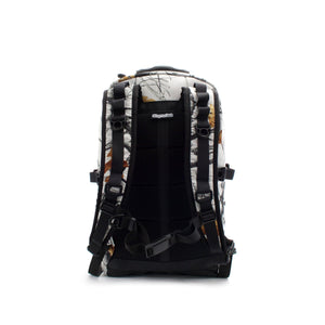skingrowsback MIDPAK 23 litre Backpack Snowfall back