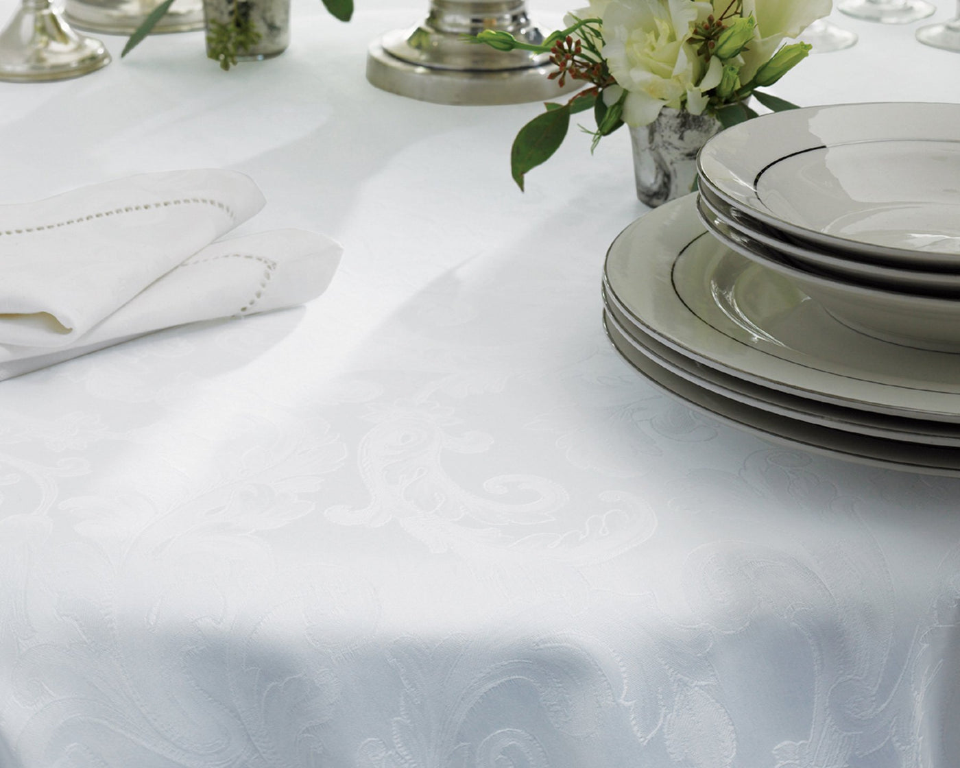 Acanthus Table Linens | Tablecloth, Round