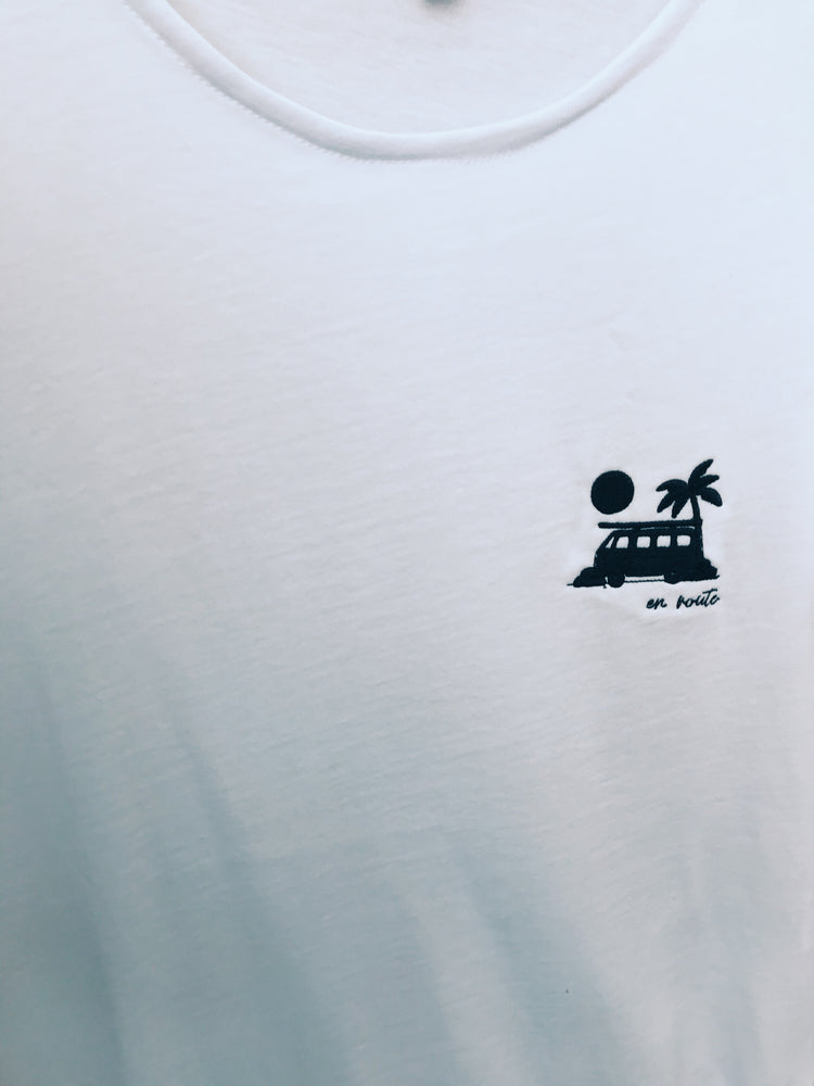 "Embroidered shirt ""en route"" (color)"