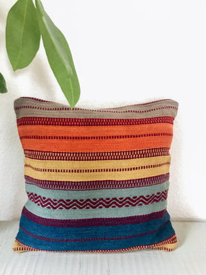 Patterned textured Kelim Cushion | Olá Lindeza