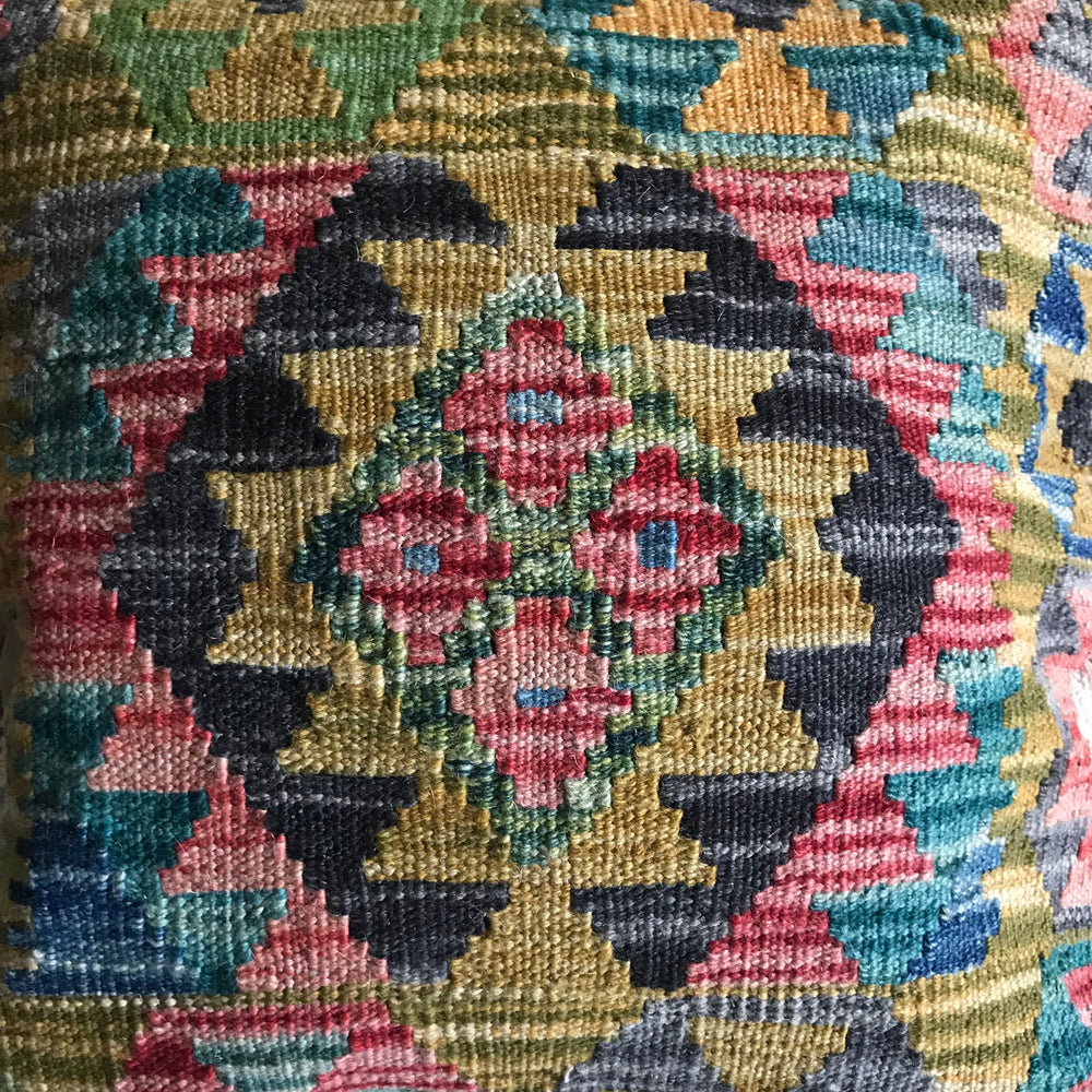 Richly patterned kilim cushion | Olá Lindeza