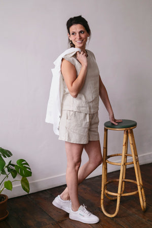 Beige linen short and t-shirt | Olá Lindeza