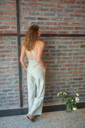 Natural linen jumpsuit cross back | Olá Lindeza