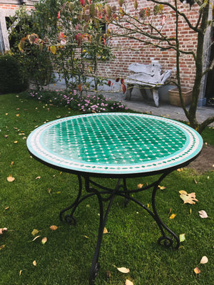 Turtle green mosaic tile table | Olá Lindeza