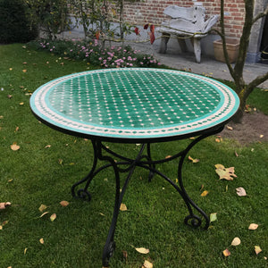 Emerald green mosaic tile table | Olá Lindeza
