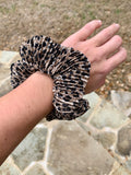 PLEATED LEOPARD SCRUNCHIE