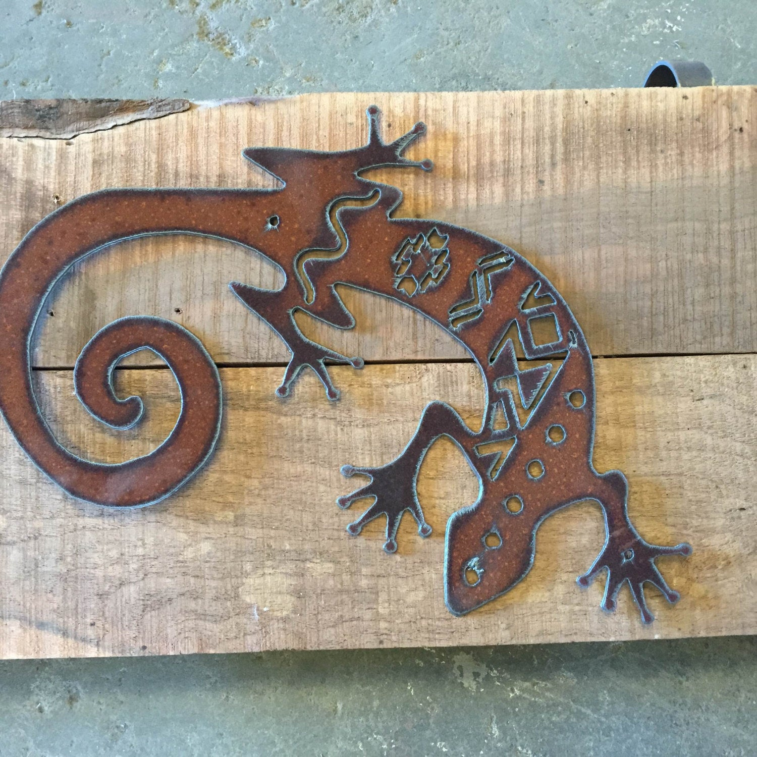 Gecko metal cutout