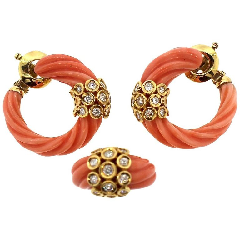 Mid-Century Modern Van Cleef & Arpels Coral Gold Earrings and Ring Set