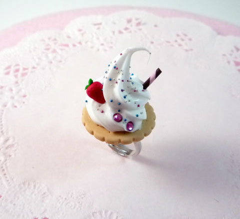 Cookie and Whipped Cream Ring
