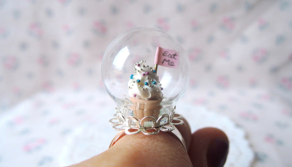 alice in wonderland eat me cupcake necklace