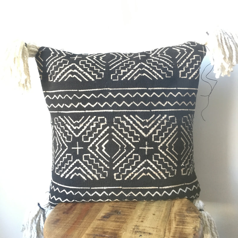 LARGE BLACK AND WHITE LARGE ARROW PRINT AFRICAN MUDCLOTH PILLOW COVER WITH INSERT AFRICA HANDMADE FABRIC COVERS MADE CUSTOM WITH TASSEL AND TASSELS HANDMADE