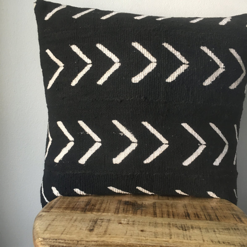 BLACK LARGE ARROW MUDCLOTH Pillow Cover