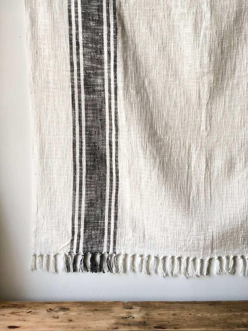 Black & White Peshmetal Throw Blanket with Tassels