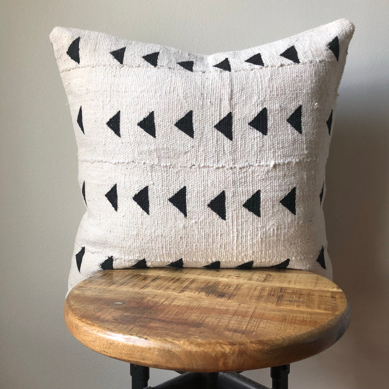 WHITE GROUND TRIANGLE Pillow Cover