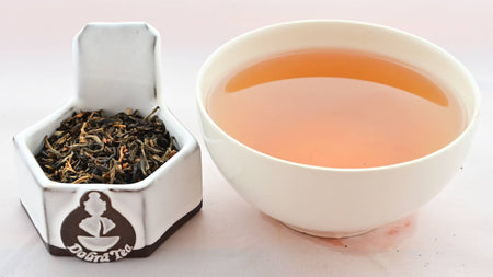 A side-by-side comparison of Dian Hong leaves and steeped tea. On the left, the leaves are small and range from light brown to dark brown in color. On the right, the steeped tea is a rich orange.