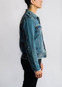 LEVIS DISTRESSED TRUCKER JACKET