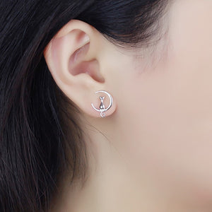A charming little Cat-Moon stud earring.