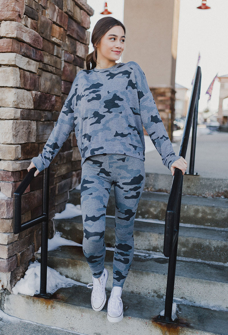 Sundry Heart + Star Camo Sweat Pant - RUST & Co.