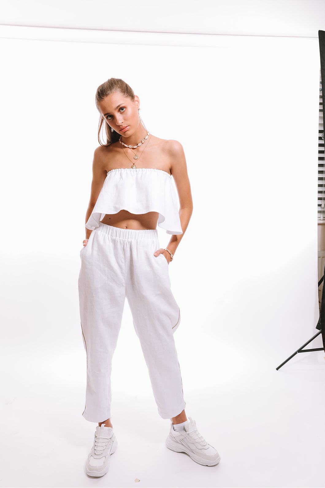 Presea Linen Relaxed Trousers with Gold Detail in White - Preséa