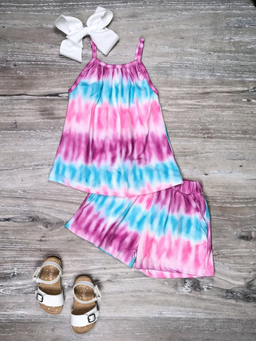 pastel tie dye shorts outfit
