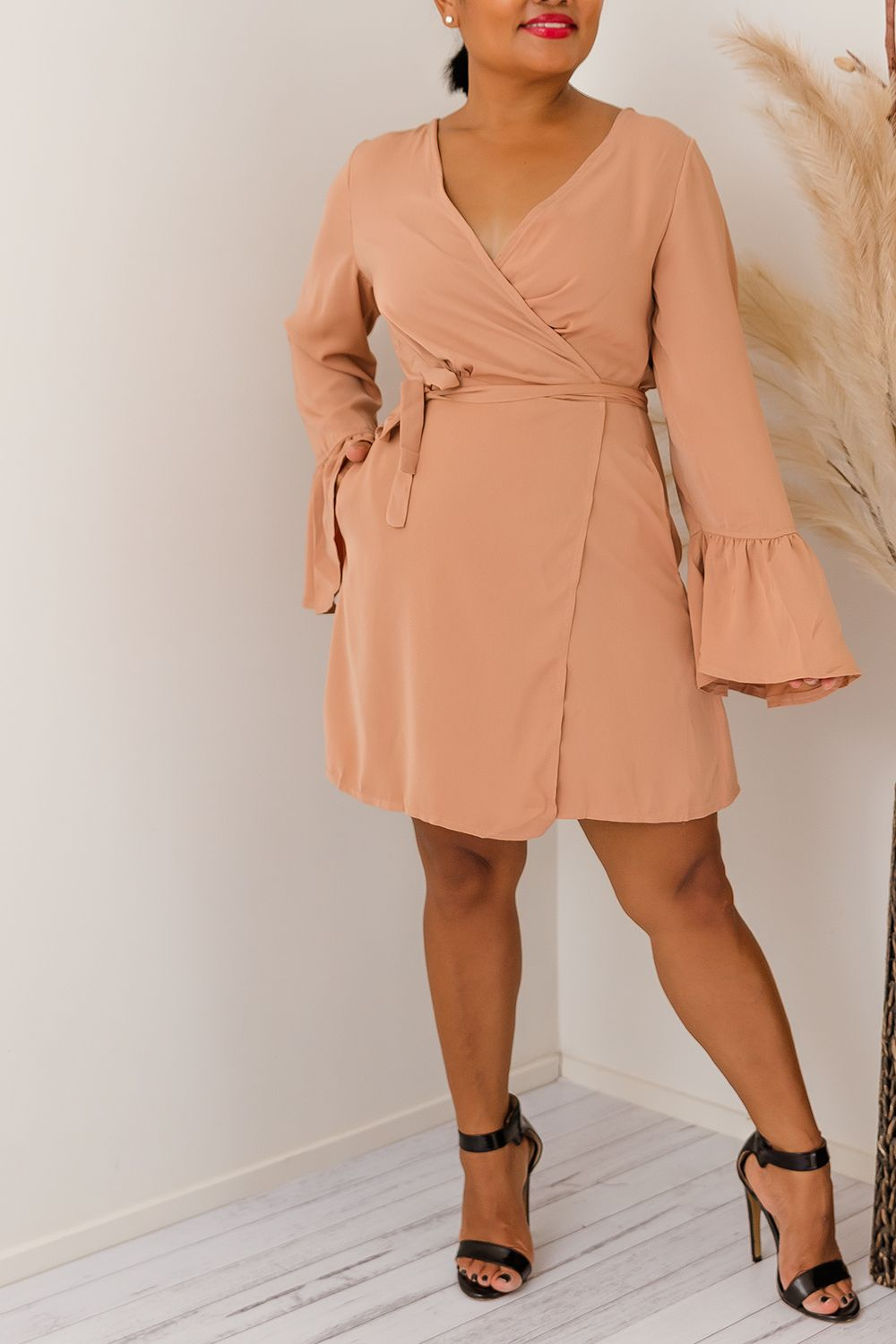 RAMIRA WRAP DRESS-CAMEL l Two Sisters Instyle