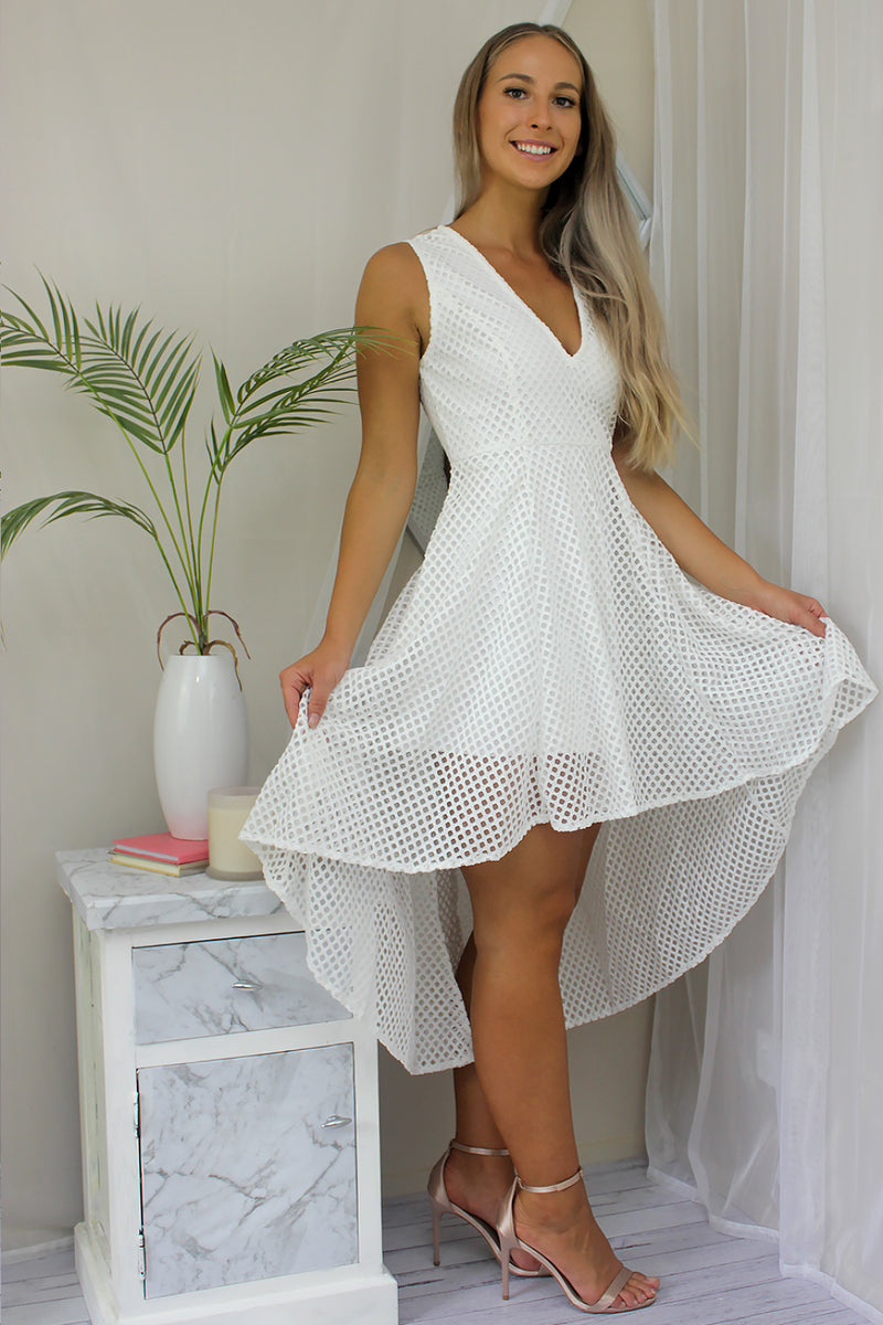 MAKE YOU HAPPY DRESS IN WHITE - Two Sisters Instyle