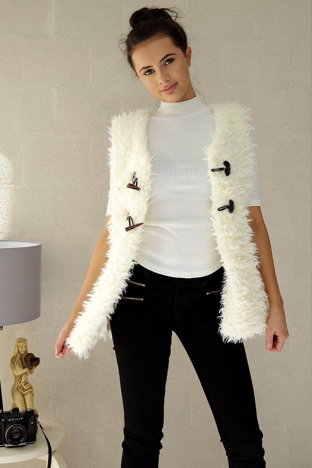MARIAN FLUFFY VEST- CREAM - Two Sisters Instyle