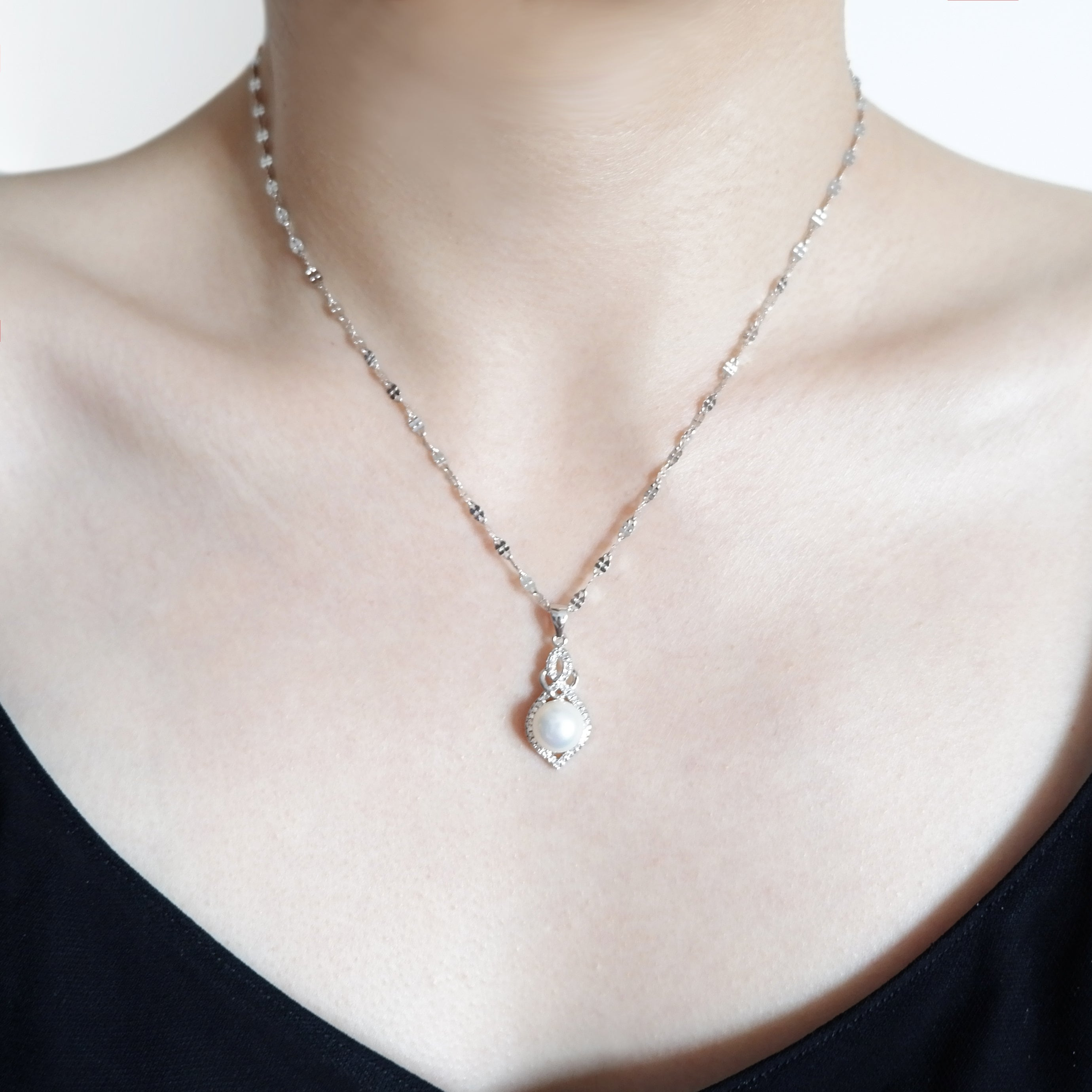 THE GOURD NECKLACE SILVER CHAIN