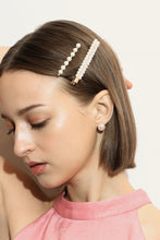 THE CLASSY PEARL HAIR CLIPS