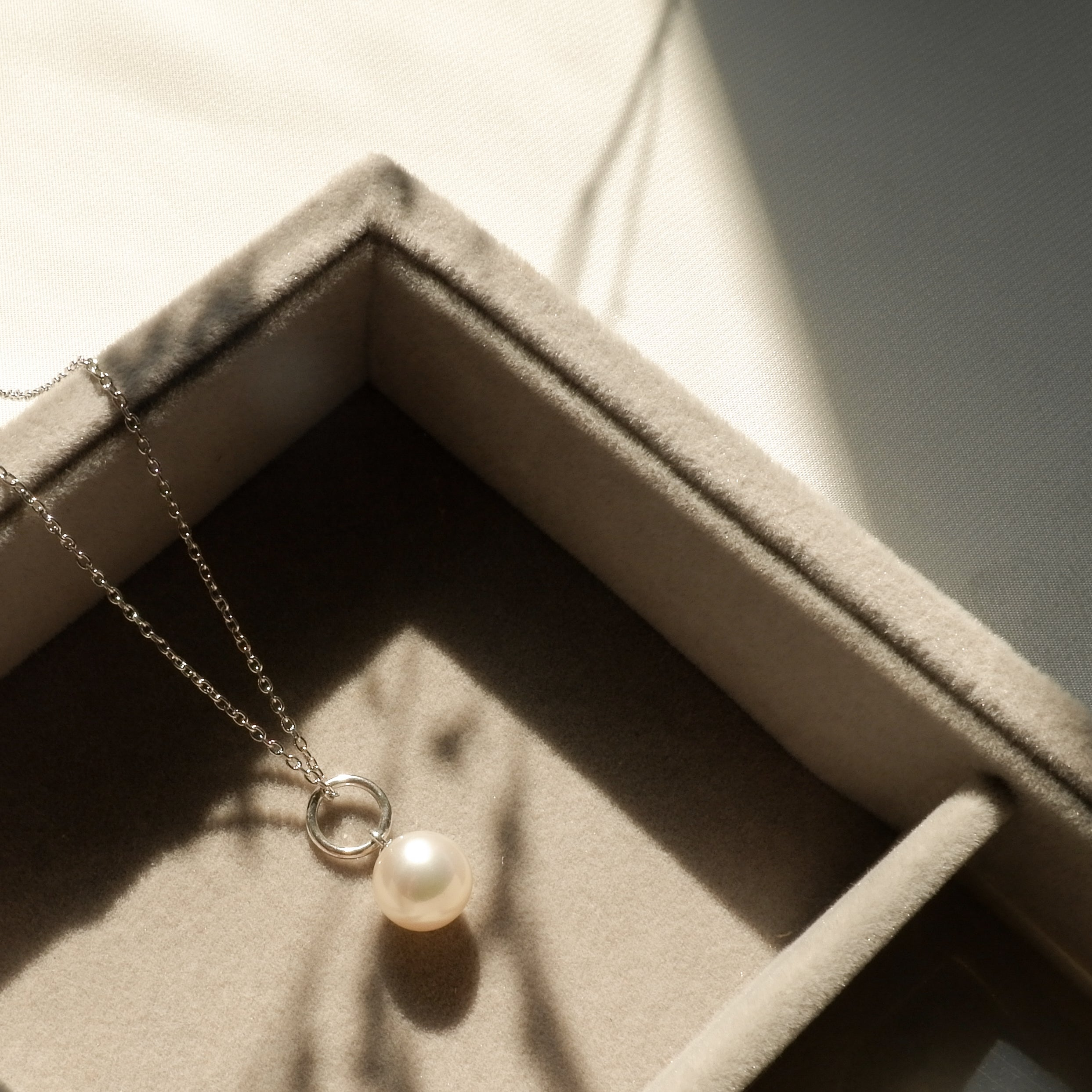 ORIANA PEARL NECKLACE (WHITE)