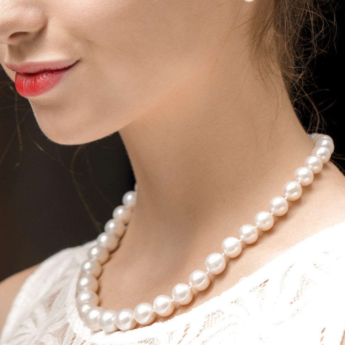 THE CLASSIC ROUND PEARL NECKLACE