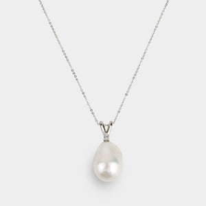 Open image in slideshow, PRECIOUS PEARL NECKLACE