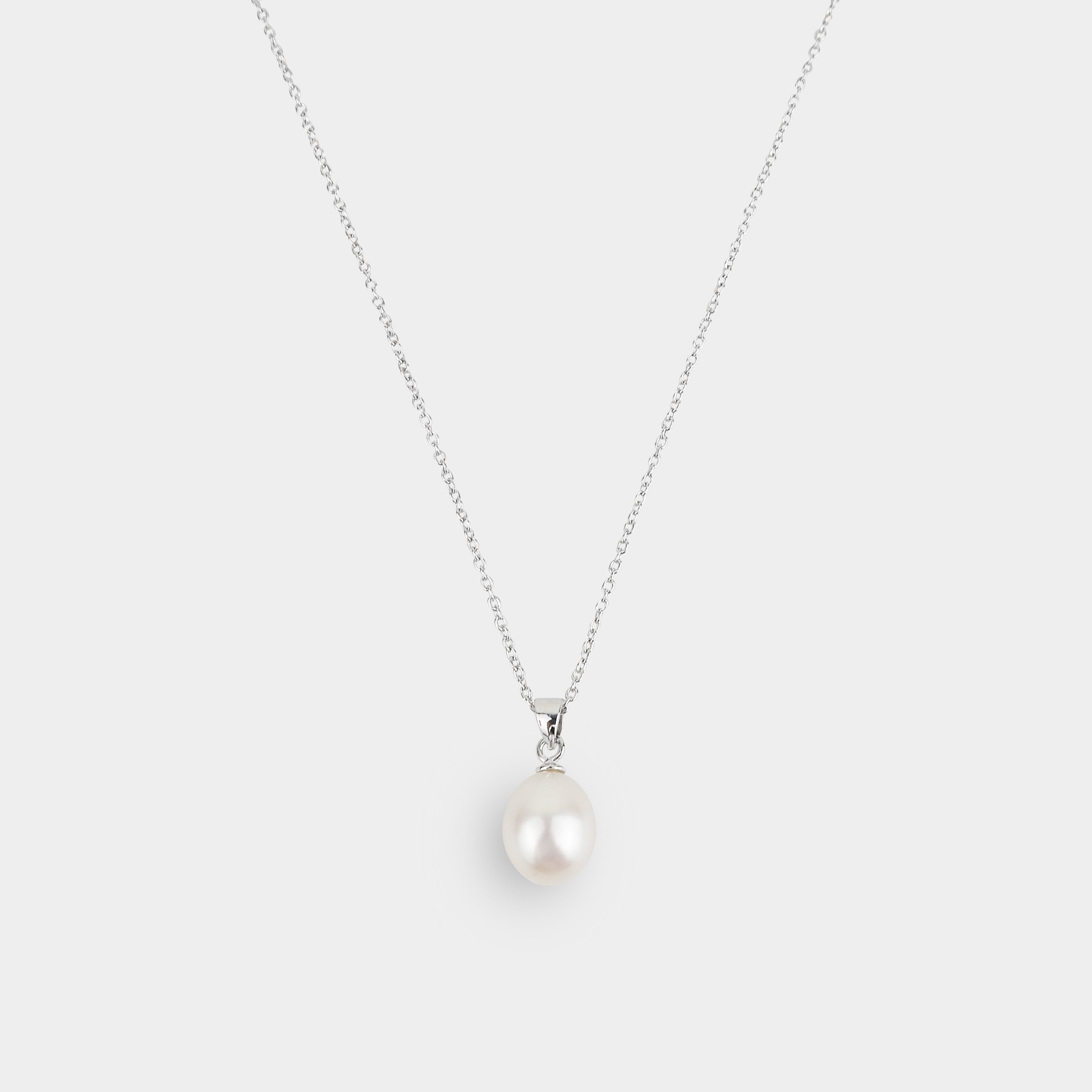 DROP PEARL ON SILVER PENDANT