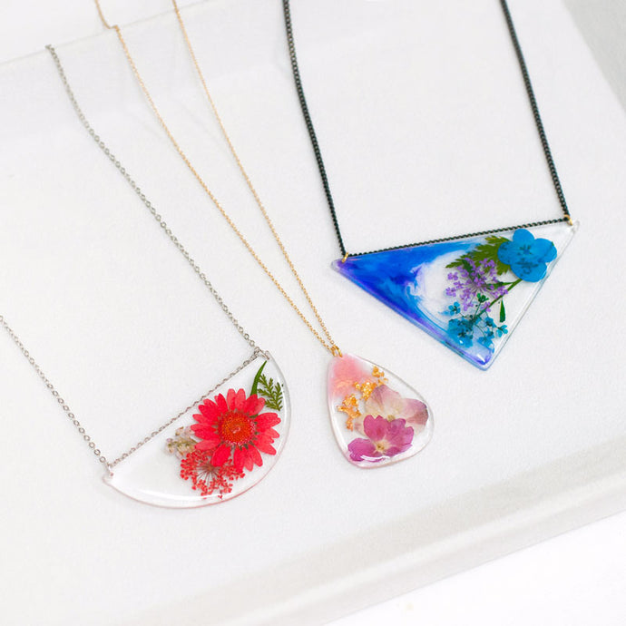 Resin & acrylic jewellery making workshop (metal flakes & flowers available)