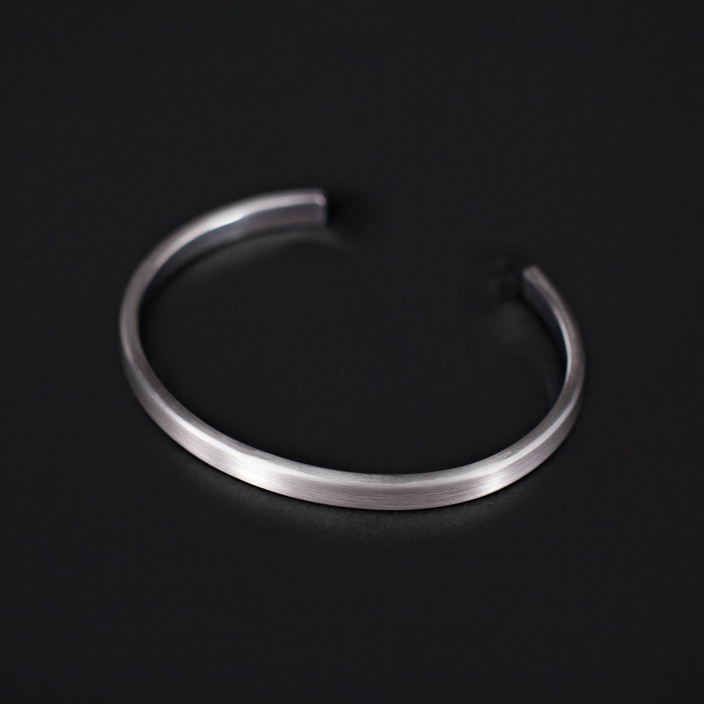 REF: 406 TRADITIONAL ARMRING