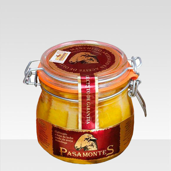Manchego cheese in olive oil pasamontes