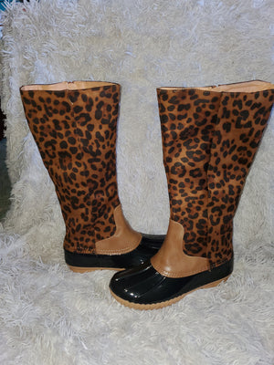 Add a little leopard rain boots