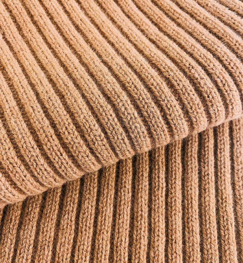 Chunky Ribbed Lambswool Scarf in Camel