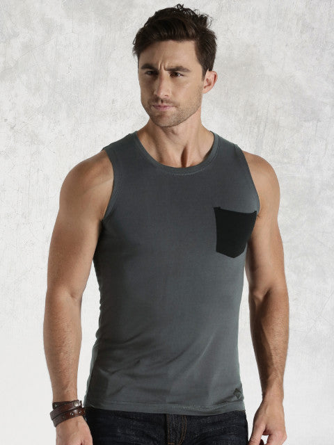 Roadster Men Charcoal Grey Vernon Slim Fit T-shirt