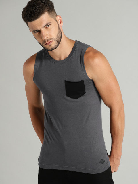 Roadster Men Charcoal Grey Solid Round Neck T-shirt with Chest Pocket