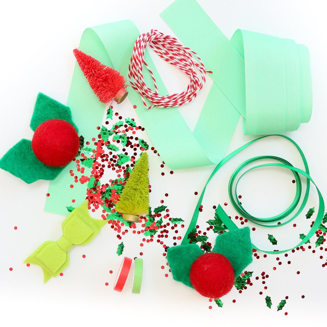 Holly Themed Gift Decorating Kit