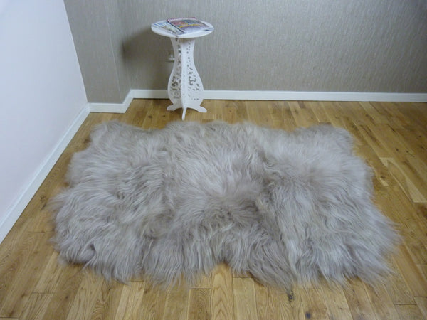 Icelandic Sheepskin Rug in Linen
