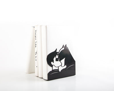 Bookend Batman and Robin kissing // One Decorative bookend - Design Atelier Article