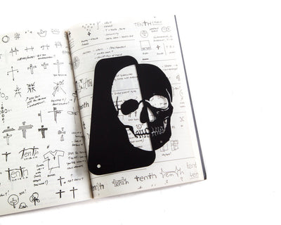 Skull Book Divider or Stand Up Bookmark // Bookish Gift for rock-n-roll fan // Free worldwide shipping // Present for boyfriend // Gothic