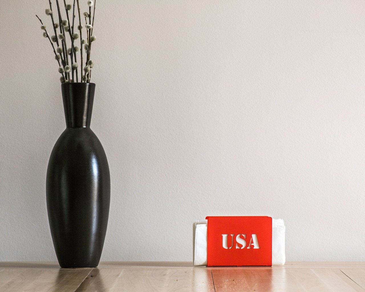 Metal napkin holder // USA // modern functional kitchen decor // centre piece patriotic americana housewarming present gift // FREE SHIPPING - Design Atelier Article