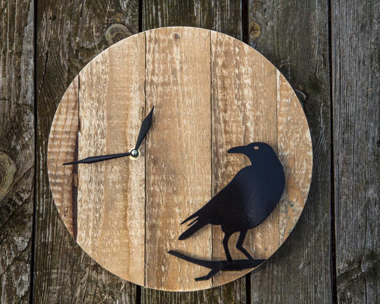 Pallet wood Wall Clock Raven // reused wood // FREE WORLDWIDE SHIPPING