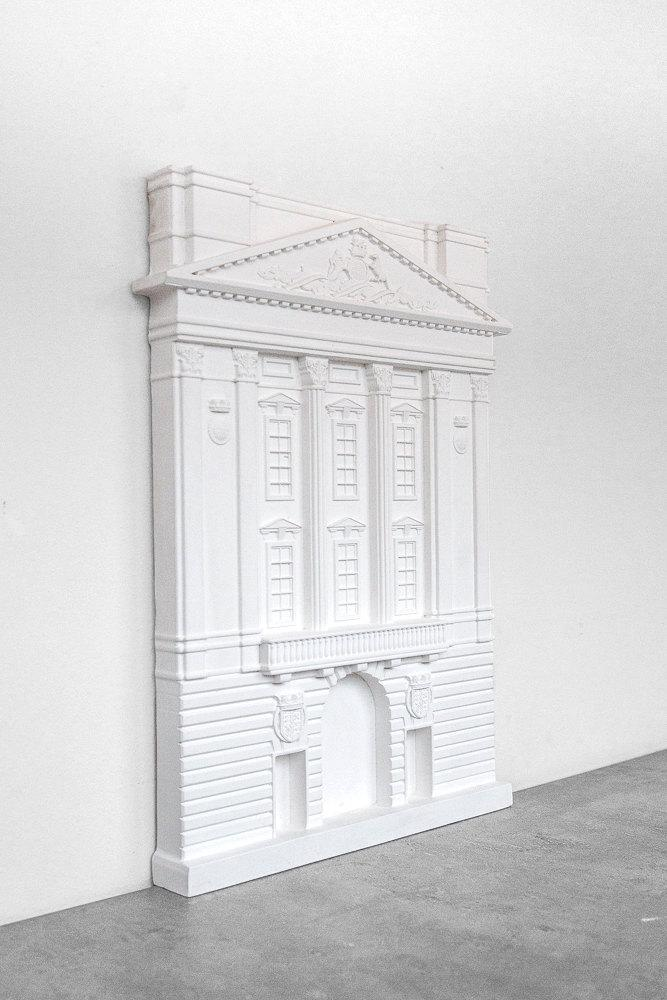 Buckingham Palace plaster model facade of a British architectural masterpiece. Unique wallart. Perfect gift for architecture lover. - Design Atelier Article