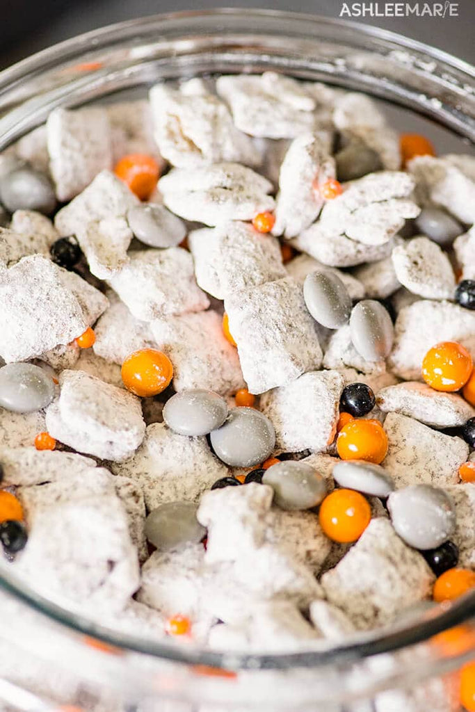 bb8 muddy buddies Star Wars may the 4th be with you party ideas food snacks recipes Ashlee Marie Friday apparel the Friday blog poes sweater shop