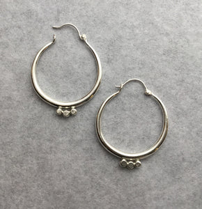 Tapered Hoop Medium  w/ 3 dots in line